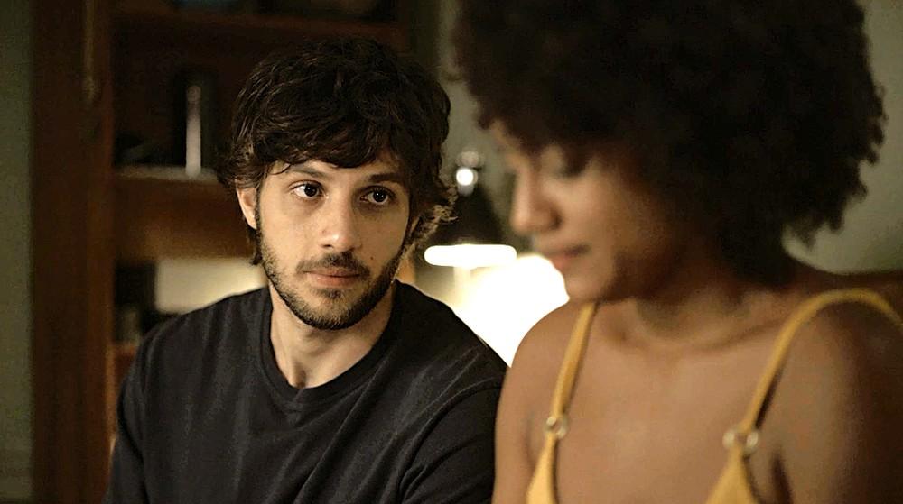 Danilo (Chay Suede) e Camila (Jéssica Ellen) serão as novas vítimas de Thelma em Amor de Mãe (Foto: Reprodução/Globo)