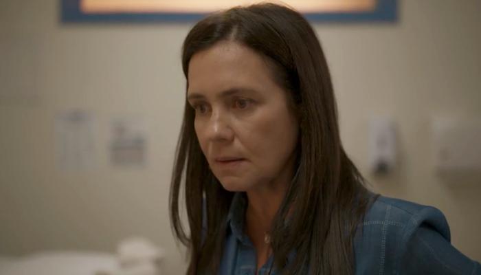 Thelma (Adriana Esteves) terá segredo sobre o filho descoberto em Amor de Mãe (Foto: Reprodução/Globo)