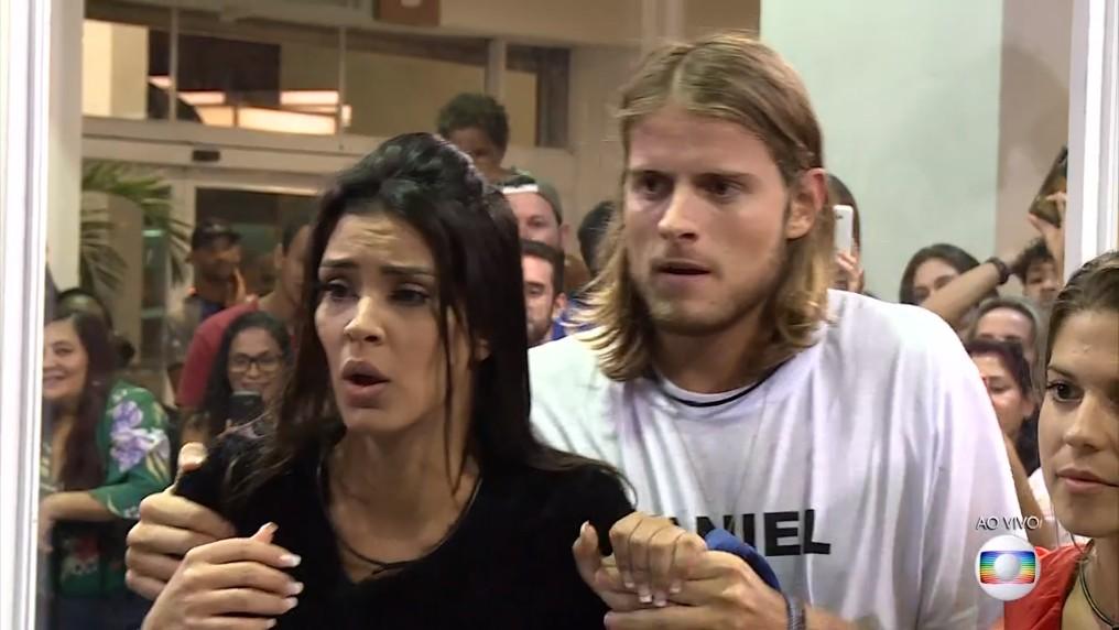 Daniel e Ivy deixam a casa de vidro BBB20 (Foto: Reprodução)