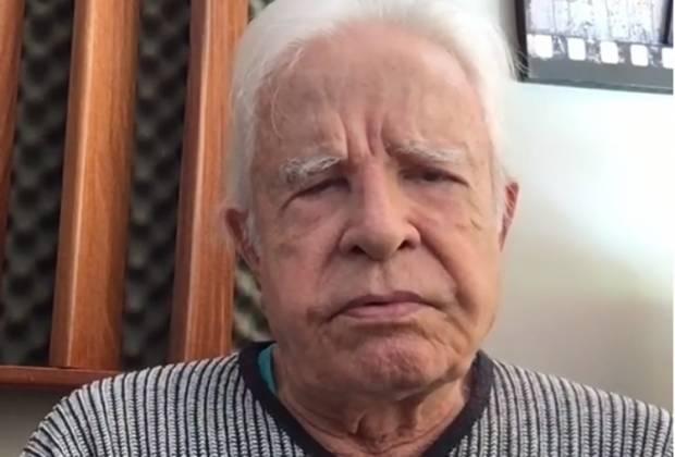 O jornalista Cid Moreira deixou fãs assustados com acidente na escada - Foto: Reprodução