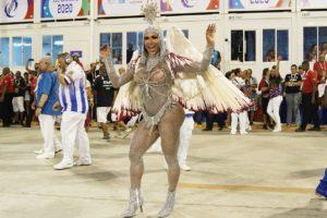 Gracyanne Barbosa mostra machucado após desfile na Sapucaí (Foto: Reprodução)
