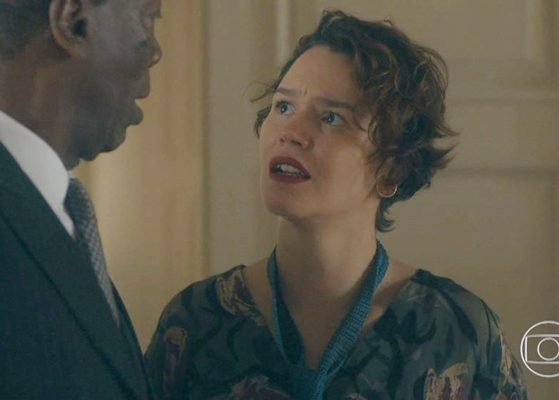 Adelaide (Joana de Verona) vasculhará as coisas de Emília (Susana Vieira) para desvendar trauma da irmã em Éramos Seis (Foto: Reprodução/Globo)