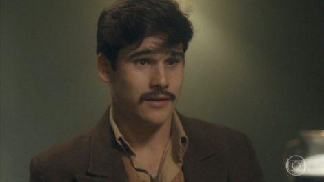 Alfredo (Nicolas Prattes) será preso em Éramos Seis (Foto: Reprodução/Globo)