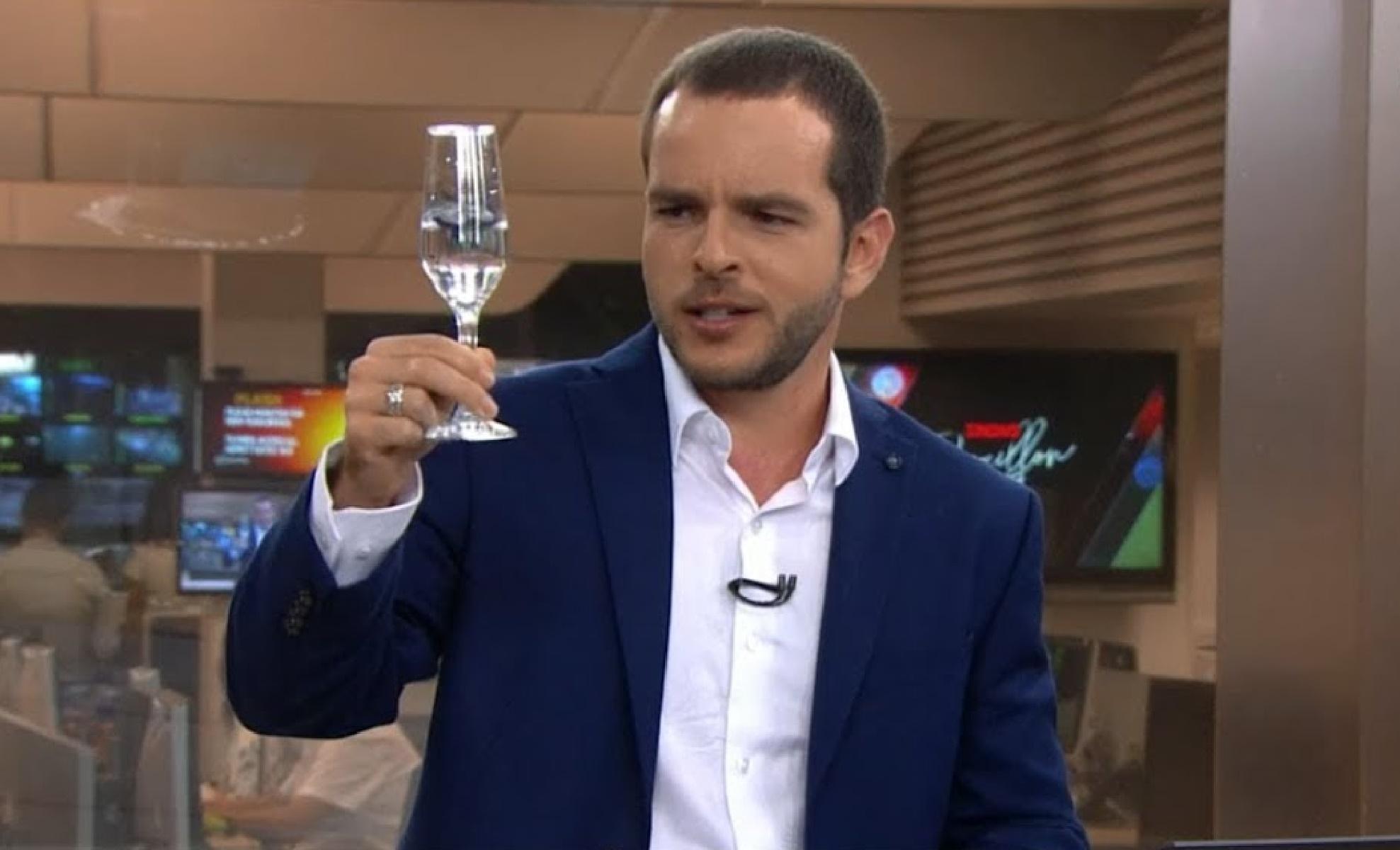 Erick Bang é o apresentador das madrugadas da GloboNews (foto: reprodução/TV Globo)