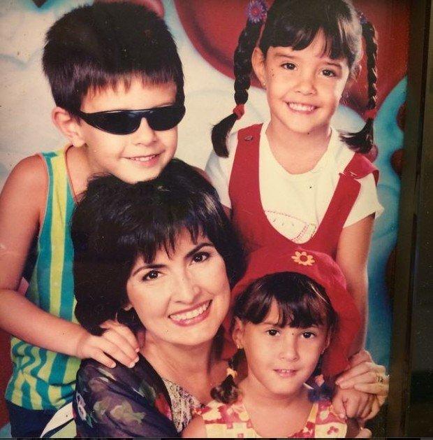 Fátima Bernardes e os seus trigêmeos, Vinícius, Laura e Beatriz (Foto: Reprodução/Instagram)