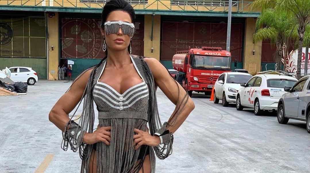 Gracyanne Barbosa se preparando para o carnaval foi flagrada dirigindo sem roupa há quase um ano (Imagem: Instagram)