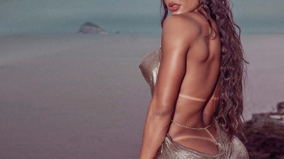 A famosa musa fitness e atriz, Gracyanne Barbosa deixou os seus fãs de queixo caído ao aparecer sem calcinha durante ensaio (Foto: reprodução/Instagram)