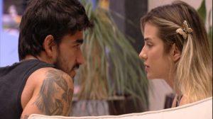 Guilherme conversa com Gabi sobre possível ida dele ao paredão (Foto: Reprodução)