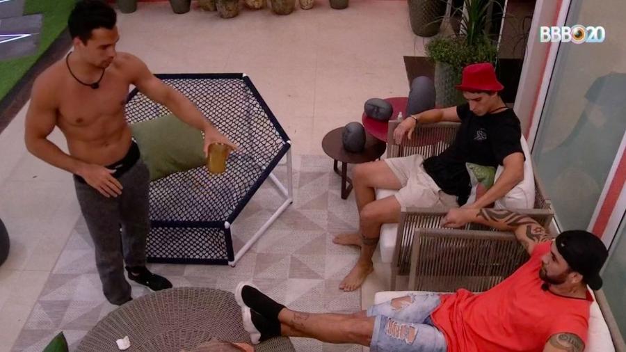 Hadson se revoltou com Petrix e xingou o colega do BBB (Foto: Globo)