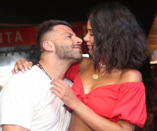 Henri Castelli e Jakelyne Oliveira os dois não esconderam o romance (Foto: Reginaldo Teixeira / CS Eventos / Divulgação)