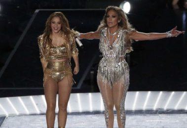 Shakira e Jennifer Lopez são acusadas de incentivar o tráfico sexual no Super Bown (Foto: Reprodução)