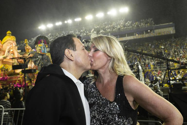 João Dória aos beijos com a esposa, Bia - Foto: Reprodução