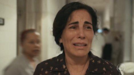 Lola (Gloria Pires) vai chorar a desgraça da filha em Éramos Seis (Foto: Reprodução/Globo)