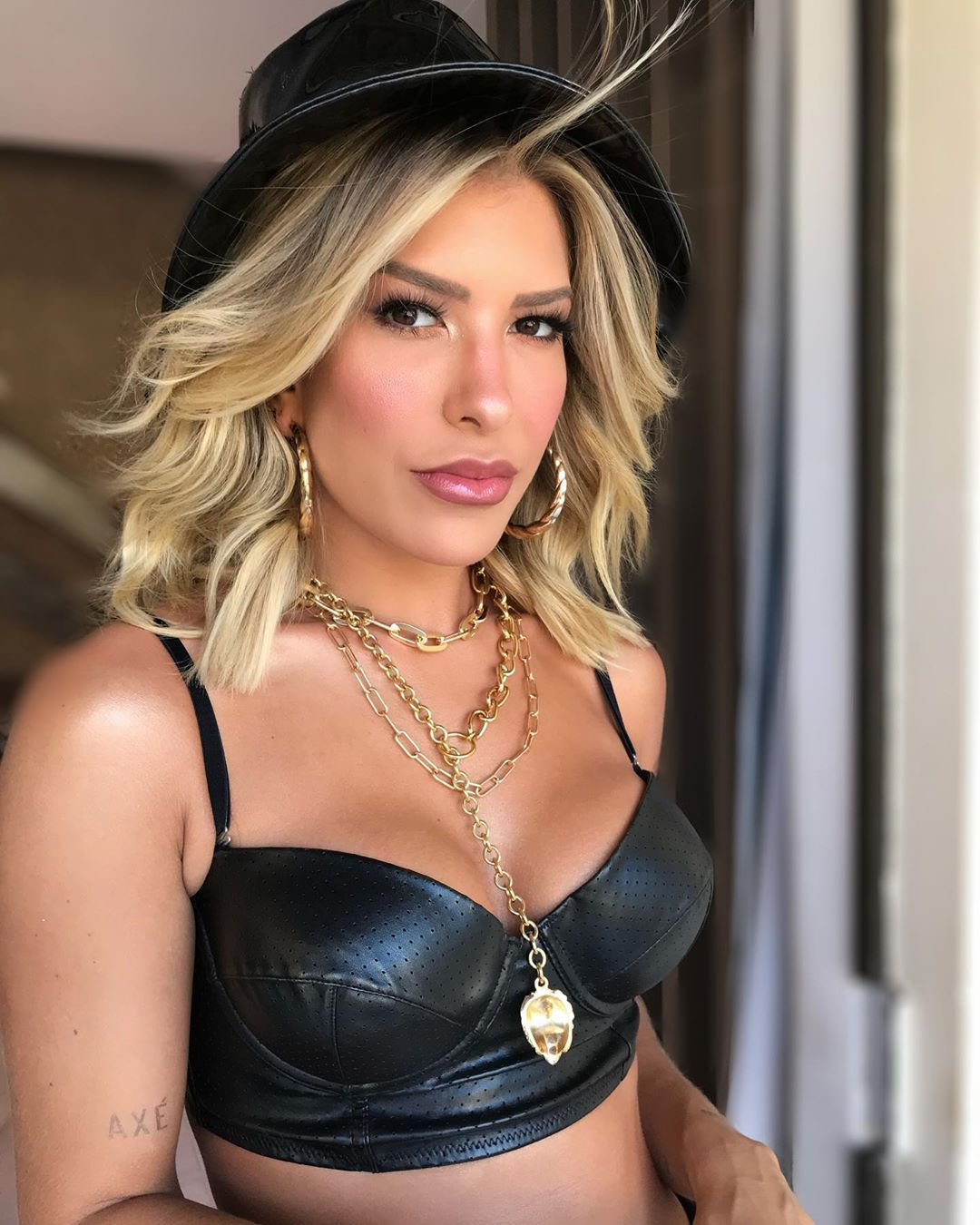 A famosa ex-dançarina do Faustão, da Globo, Lore Improta voltou a se tornar um dos assuntos mais comentados da internet ao falar sobre o vibrador que foi achado no seu closet (Foto: Reprodução/Instagram)
