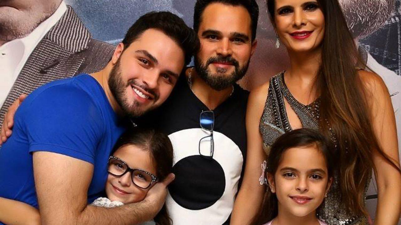 Luciano Camargo com seu filha Nathan e com as gêmeas que teve com Flavia Camargo (Foto: Divulgação)
