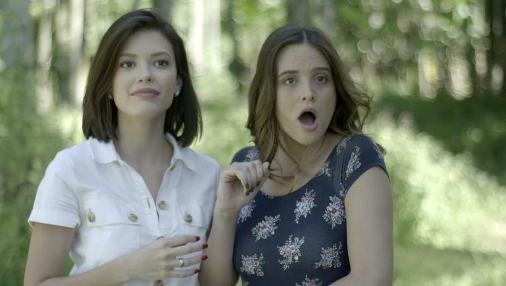 Luna e Kyra se chocam na novela das sete (foto: reprodução/TV Globo)