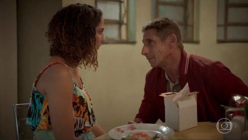 Penha (Clarissa Pinheiro) e Belizário (Tuca Andrada) em Amor de Mãe (Foto: Reprodução/Globo)