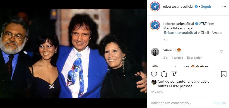 Roberto Carlos surgiu ao lado de Maria Rita, sua esposa, e um casal de amigos (Foto: Reprodução/ Instagram)