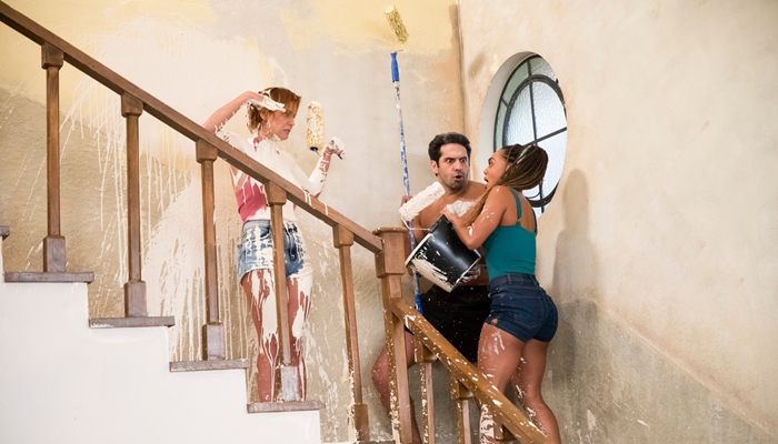 Alexia/Josimara (Deborah Secco), Zezinho (João Baldasserini) e Bel (Dandara Mariana) em Salve-se Quem Puder (Foto: Globo/João Miguel Júnior)