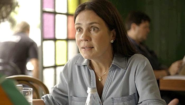 Thelma (Adriana Esteves) se colocará em risco de morte em Amor de Mãe (Foto: Reprodução/Globo)
