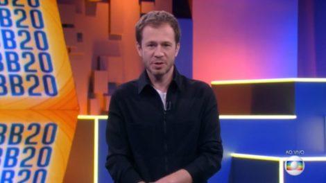 Tiago Leifert na apresentação do BBB20, que teve mais audiência que Faustão (Foto: Reprodução/Globo)