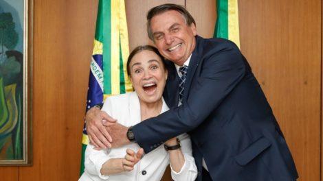 Regina Duarte ao lado do presidente Jair Bolsonaro. (Foto: Divulgação)