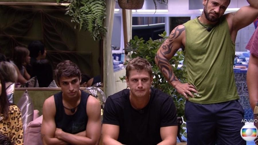 Felipe Prior, Lucas e Hadson ficaram decepcionados com decisão de Guilherme (Foto: Reprodução)
