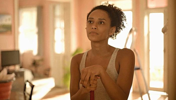 Vitória (Taís Araújo) expulsará Álvaro de sua casa em Amor de Mãe (Foto: Reprodução/Globo)