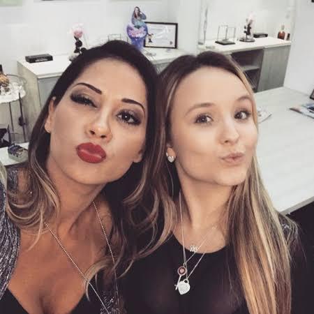 Mayra Cardi posa ao lado de Larissa Manoela (foto: reprodução)