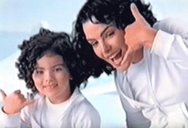 Ana Paula Arósio estrelou campanha com Rafaela Romolo no ano de 2004 (Foto: Reprodução)