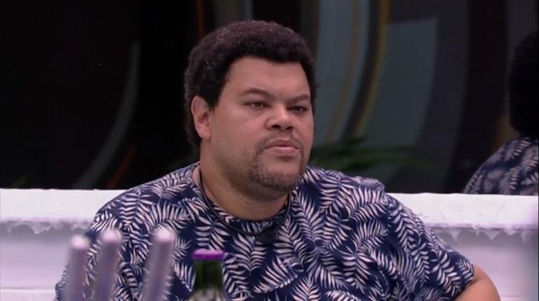 Babu tem realidade exposta pelo ator Micael Borges (Foto: Reprodução)