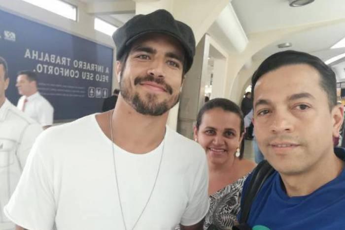 Caio Castro deixou fãs constrangidos após pedido de foto (Imagem: Reprodução)