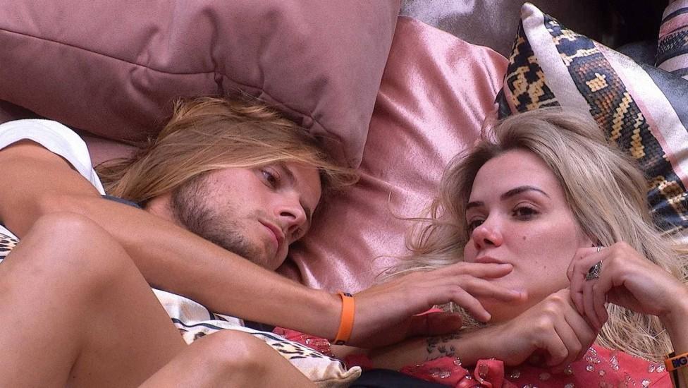 Marcela lamenta dificuldade para transar com Daniel dentro da casa do BBB20 (Foto: Reprodução)