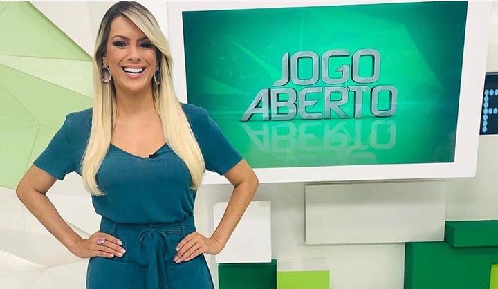 Renata Fan comanda o Jogo Aberto na Band. (foto: Reprodução)