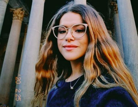A queridinha de Silvio Santos e famosa apresentadora do SBT, Maisa Silva se tornou um dos assuntos mais comentados na web ao admitir que estava ajudando sua mãe com as tarefas domésticas (Foto: Reprodução/Instagram)