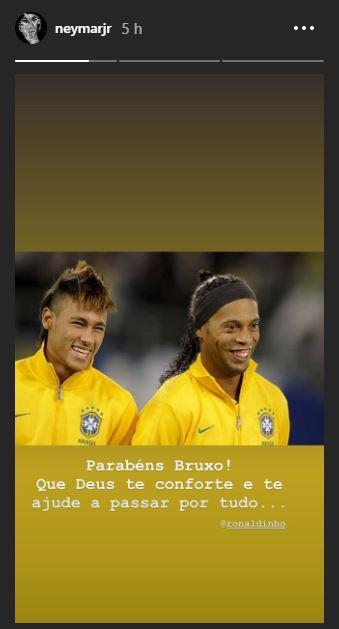 Neymar posa com Ronaldinho (Foto: Reprodução)