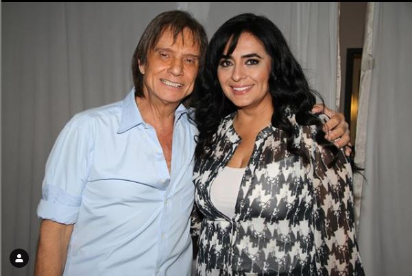 Roberto Carlos e cantora Angeles Ochoa (Foto: Reprodução)