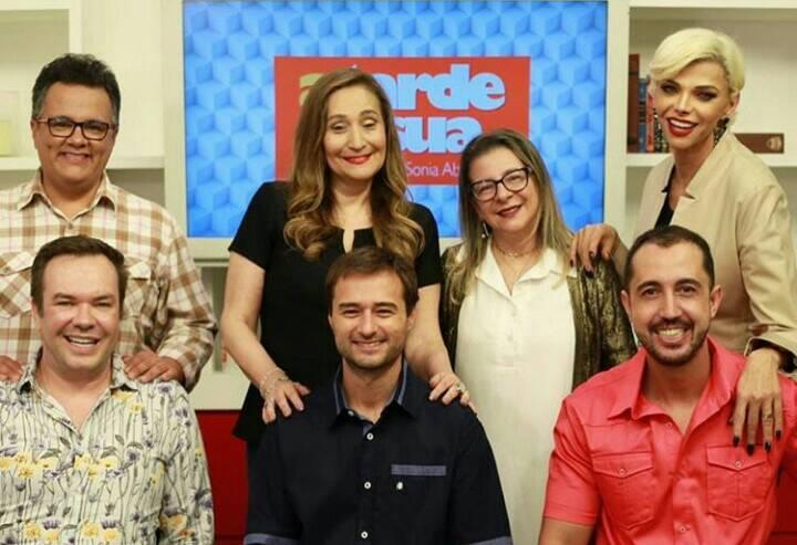 Sonia Abrão, Thiago Rocha, Marcia Piovesan, Felipeh Campos e Vladmir Alves no A Tarde é Sua na RedeTV! (Foto: Reprodução/Instagram)