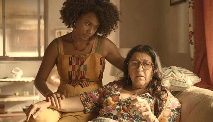 Amor de Mãe vem sendo um dos grandes destaques de audiência da Globo e sofreu com as consequências do Coronavírus (Foto: Reprodução/Globo)