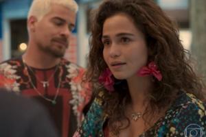Érica (Nanda Costa) flagrará traição de Sandro (Humberto Carrão) em Amor de Mãe (Foto: Reprodução/Globo)