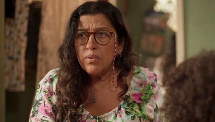 Lurdes (Regina Casé) em cena de Amor de Mãe, que teve mudanças definidas pela Globo (Foto: Reprodução/Globo)
