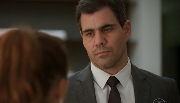Magno (Juliano Cazarré) sofrerá humilhação a terminará o namoro em Amor de Mãe (Foto: Reprodução/Globo)