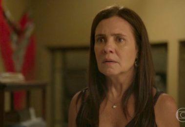 Thelma (Adriana Esteves) será pega no flagra e desmascarada em Amor de Mãe (Foto: Reprodução/Globo)