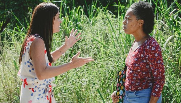 Thelma (Adriana Esteves) mata Rita (Mariana Nunes) após ter segredo descoberto em Amor de Mãe (Foto: Globo/Isabella Pinheiro)