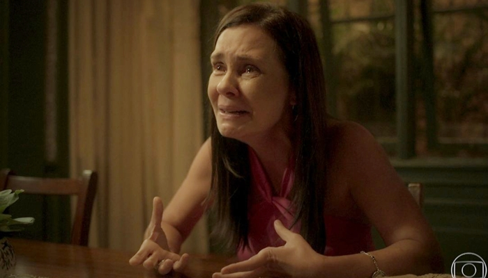 Adriana Esteves interpreta Thelma em Amor de Mãe; vilã terá redenção na segunda fase da novela (Foto: Reprodução/Globo)