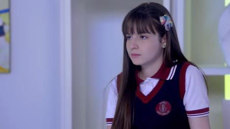 Sophia Valverde (Poliana) em cena de As Aventuras de Poliana, que vive má fase na audiência (Foto: Reprodução/SBT)