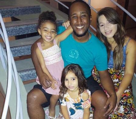 Vitor Lucas com a família (Foto: Arquivo Pessoal)
