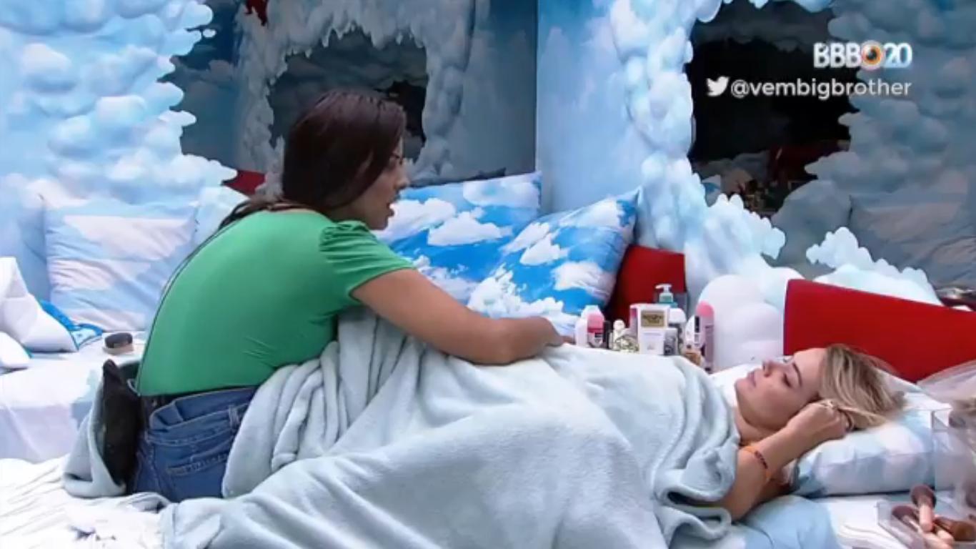 BBB20: Marcela e Ivy conversaram durante a madrugada no quarto céu (Foto: reprodução/Globoplay)