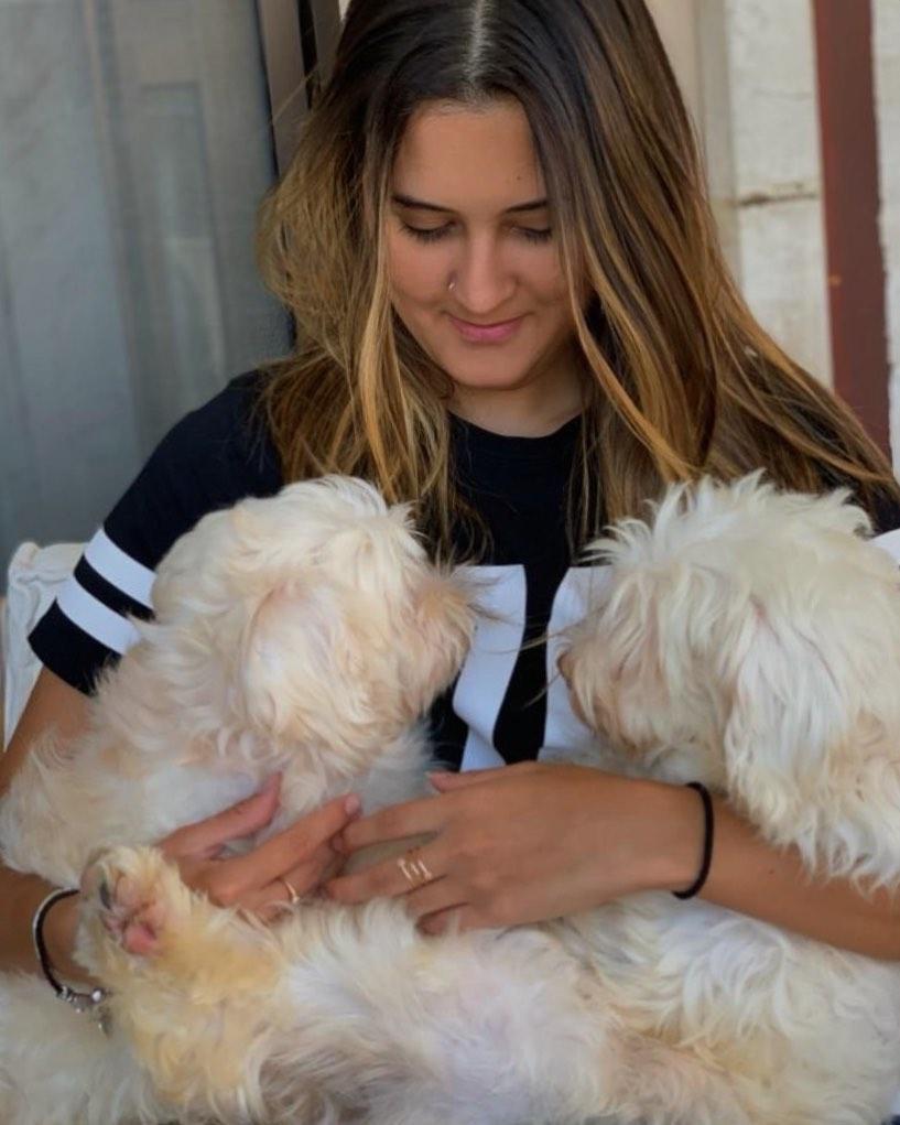 Bia Bonemer disse que os animais de estimação estão ajudando nesse momento de isolamento social (Reprodução)
