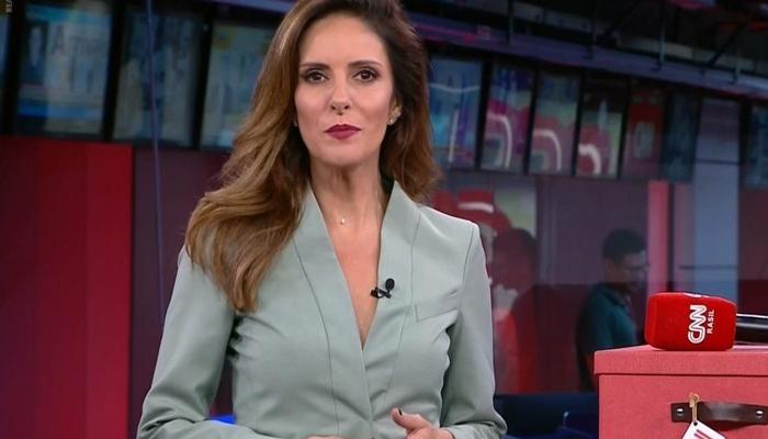 Monalisa Perrone, ex-Globo, no comando de telejornal do novo canal de notícias, que ameaçou liderança de audiência da GloboNews (Foto: Reprodução/CNN Brasil)